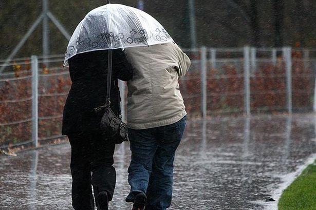 ANM: Cod galben de ploi şi vijelii valabile în majoritatea regiunilor până miercuri