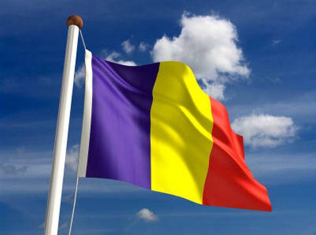 O angajată a Casei Limbii Române din Chişinău, amendată pentru că a arborat drapelul României