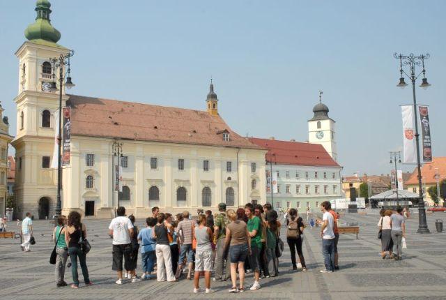 Turismul în primele patru luni: Înnoptările au crescut cu 2,7%. Românii au plecat mai mult în străinătate
