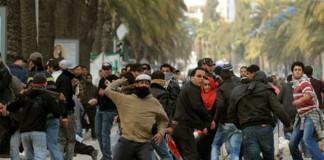 Tunisia: Grevă generală după asasinarea lui Mohamed Brahmi. Gaze lacrimogene împotriva manifestanţilor