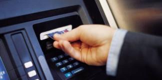 Atenție la ofertele băncilor privind cardurile de vacanță! Capcanele costurilor ascunse