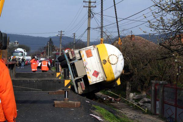 Galați: O cisternă cu GPL s-a răsturnat pe șoseaua de centură a orașului