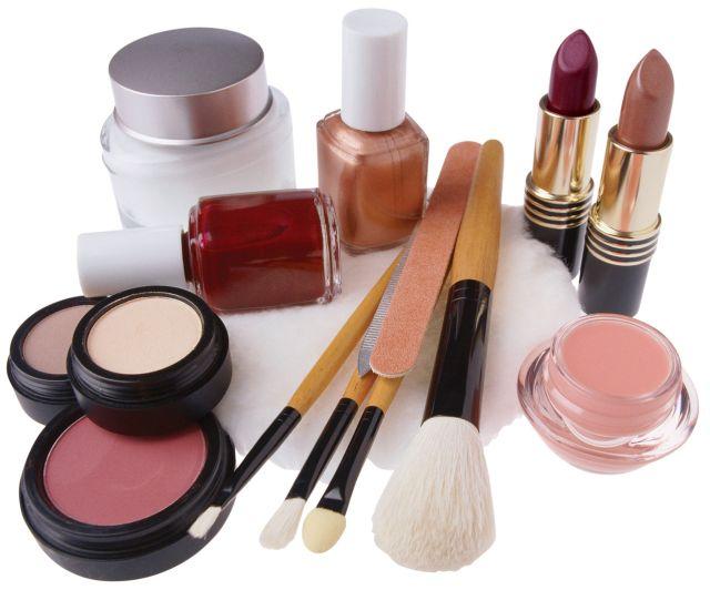 Ce conține trusa de cosmetice pentru vară?