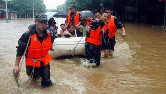 Aproximativ o sută de victime în urma inundaţiilor şi alunecărilor de teren din China