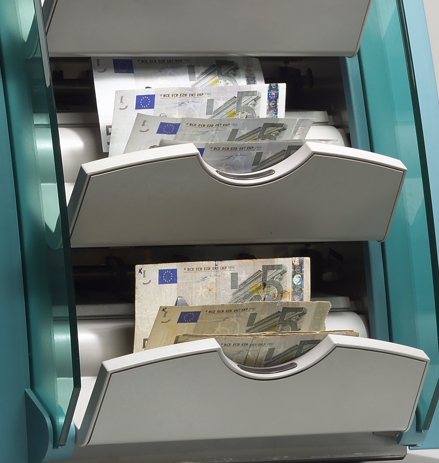 BNR surprinde piața și reduce dobânda la 5% pe an. În plus, băncile se pot împrumuta mai ieftin