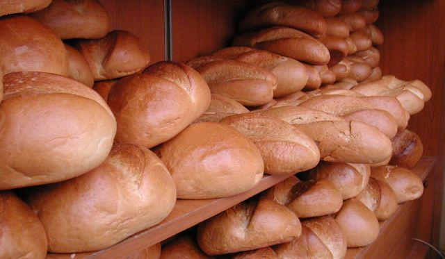Marii retaileri promit că vor face tot posibilul pentru reducerea prețului la pâine cu 15%