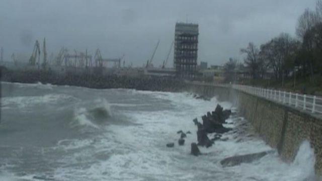 Porturile din Constanța, închise din cauza vântului puternic