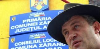 Arad: Primarul comunei Zărand, suspendat din funcţie pe durata arestării