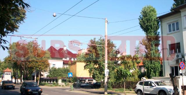 Sediul Mișcării Populare este vizavi de salonul erotic Nirvana, lângă intrarea din Palatul Cotroceni