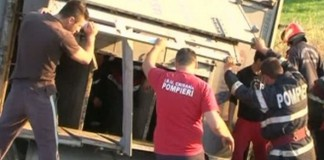 Gorj: O camionetă cu muncitori s-a răsturnat într-o râpă