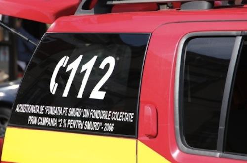 București: Două tinere au ajuns la spital, după ce au fost lovite de stâlpul unui semafor
