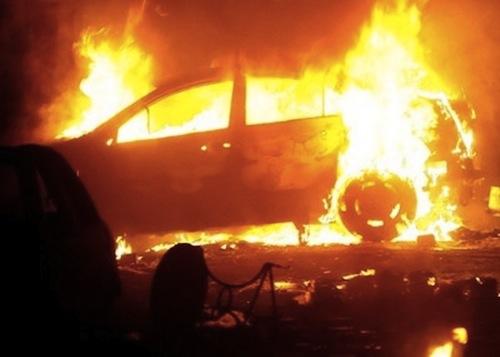 Giurgiu: O mașină a ars în proporţie de 95% după ce a luat foc de la un scurtcircuit electric