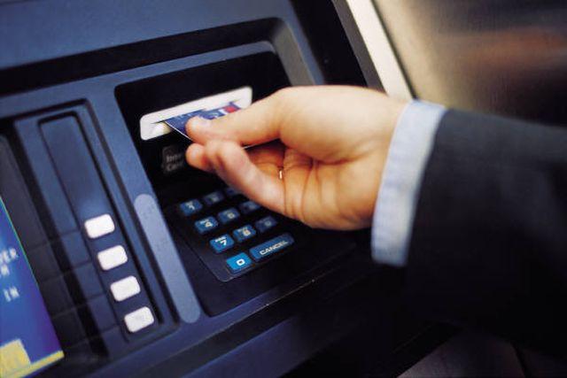 Bucureștenii și ilfovenii, cele mai multe tranzacții cu cardul. Cum stau celelalte județe
