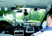 Sibiu: O mașină de Poliție a ars în totalitate pe DN1, în timp ce monitoriza traficul