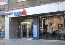 O bancă din România dă, în sfârșit, tonul reducerii dobânzilor la credite. Însă le scade și la depozite