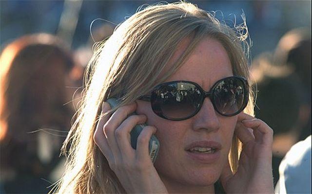 Telefoanele mobile ne îmbolnăvesc. Află cum