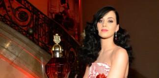 """""""Regina care ucide"""" este noul parfum al cântăreței Katy Perry"""