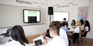 Samsung a lansat o sală de curs complet digitalizată la un liceu din București