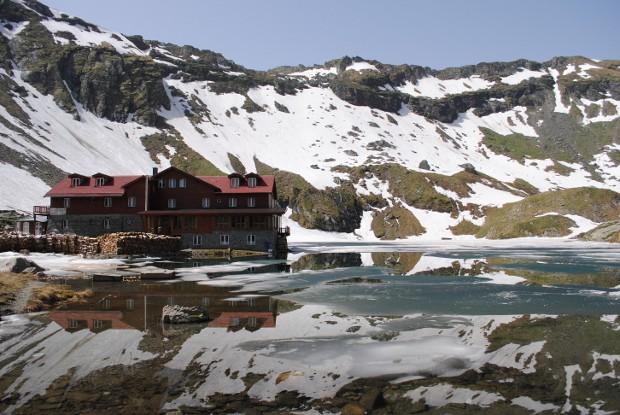 Strat de zăpadă de doi centimetri la Bâlea Lac