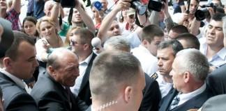 Băsescu a fost huiduit după ceremoniile de la Țebea