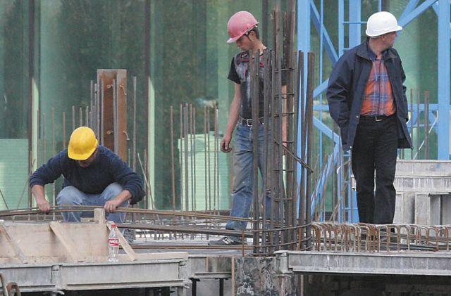 Sectorul construcțiilor a crescut cu peste 8% în iulie, dar nu reușește să iasă din criză