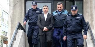 Argeș: Cornel Penescu s-a predat la sediul IPJ pentru a fi încarcerat