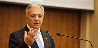 Isărescu și Voinea au dezbătut, la Vilnius, măsuri pentru sprijinirea IMM-urilor