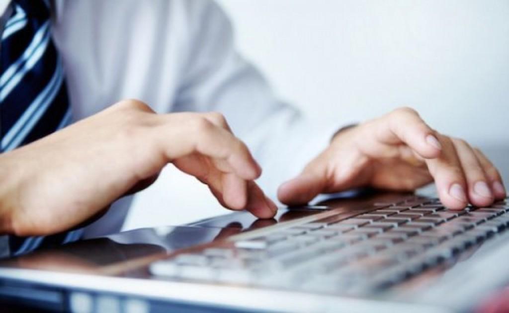 Românii încep să prefere cumpărăturile online. Tranzacțiile cash, tot mai rare