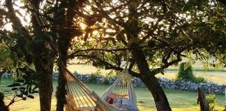 De ce dormim mai bine atunci când suntem legănați?