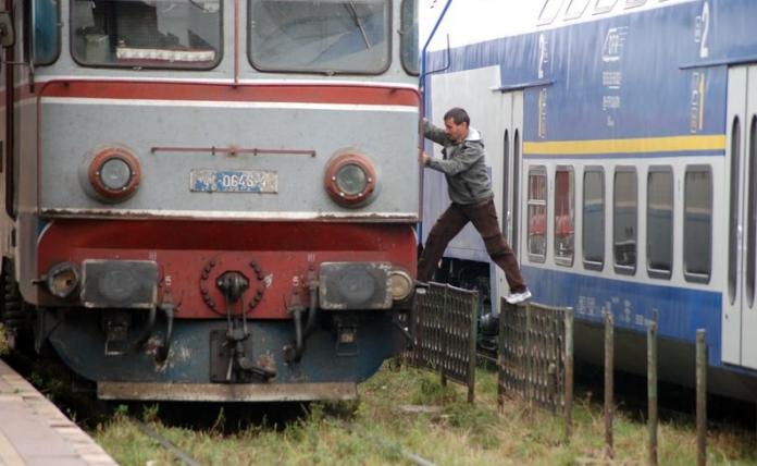 Constanța: Un adolescent a murit electrocutat, după ce s-a urcat pe o locomotivă
