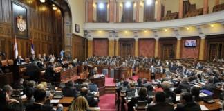 Serbia își remaniază guvernul pentru a face faţă crizei