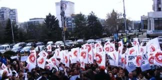 Cadrele medicale protestează pentru a treia zi consecutiv