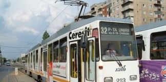 Bucureşti: Un bărbat a ajuns la spital cu piciorul strivit după ce a fost prins sub tramvaiul 32