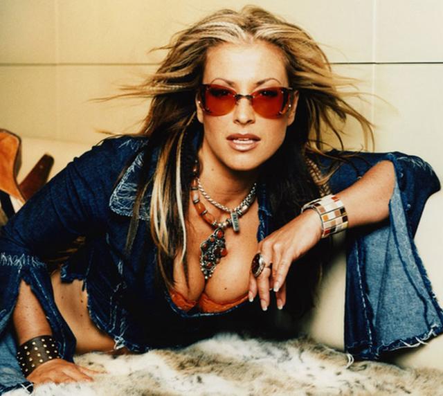 Anastacia urmează exemplul Angelinei Jolie. Artista a suportat o dublă mastectomie