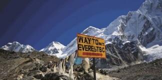 Cel puțin 86 de turiști, blocați pe Everest în urma căderilor de zăpadă