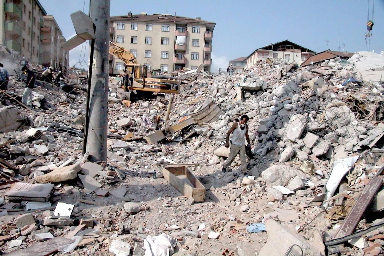 Unul din trei români se teme cel mai mult de un cutremur, iar 38% ...