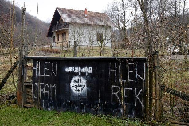 An-entrance-to-the-Bosnian-village-of-Gornja-Maoca