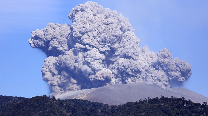 Japonia, vulcan shinmoe, eruptie